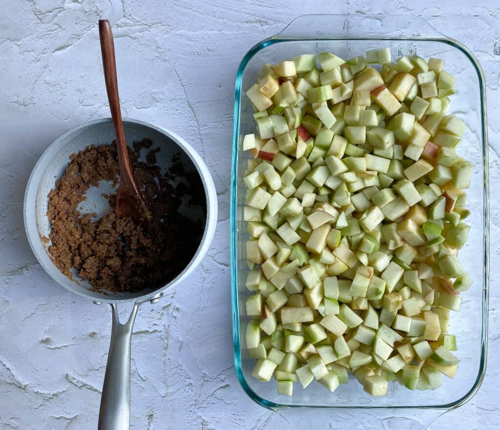 apples and sugar mixture